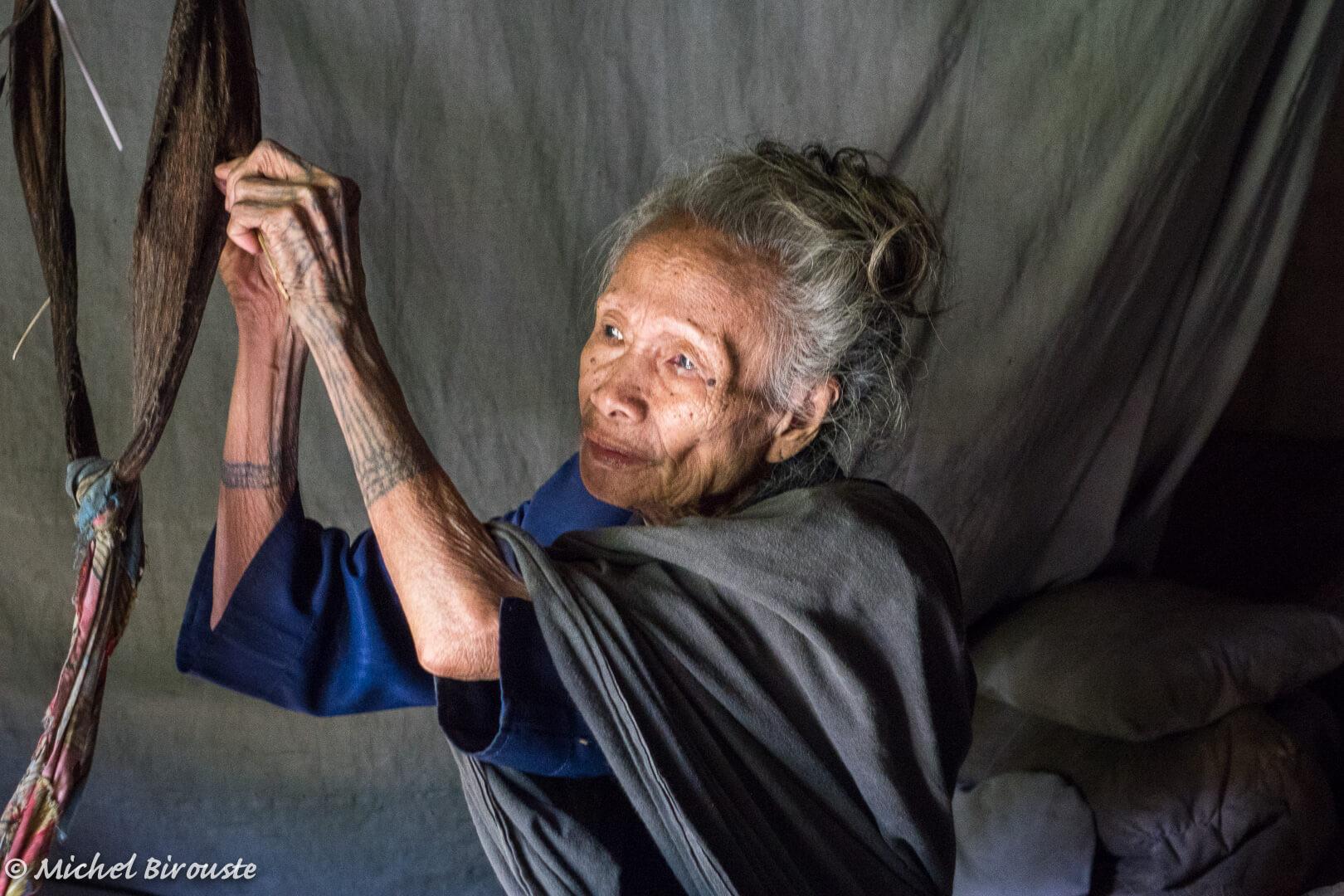 Indonesie-portrait-femme-artisanat-local